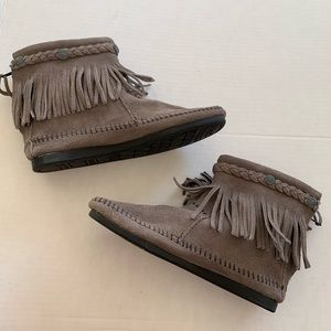 Minnetonka Gray Suede Leather Fringe Ankle Boots